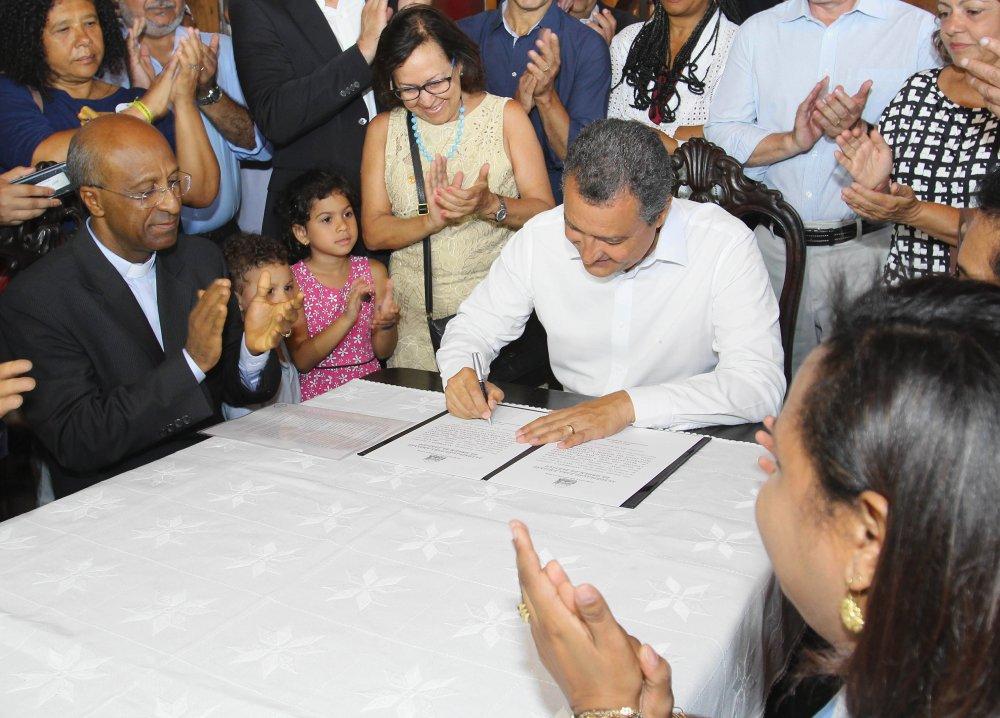 Governador Rui Costa assina ordem de serviço para reforma da Basílica do Bonfim