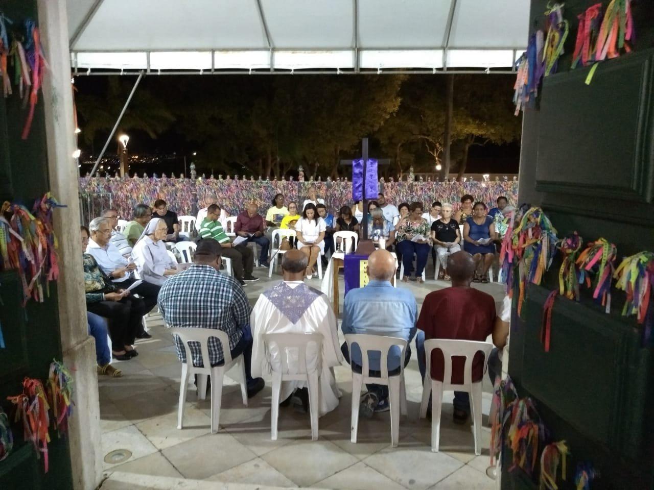 Celebração Penitencial reúne voluntários, religiosos e comunidade na Basílica Santuário