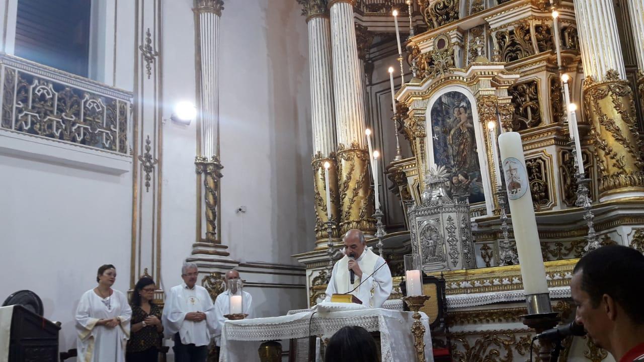 Devotos e turistas participam de Missa na Basílica do Bonfim