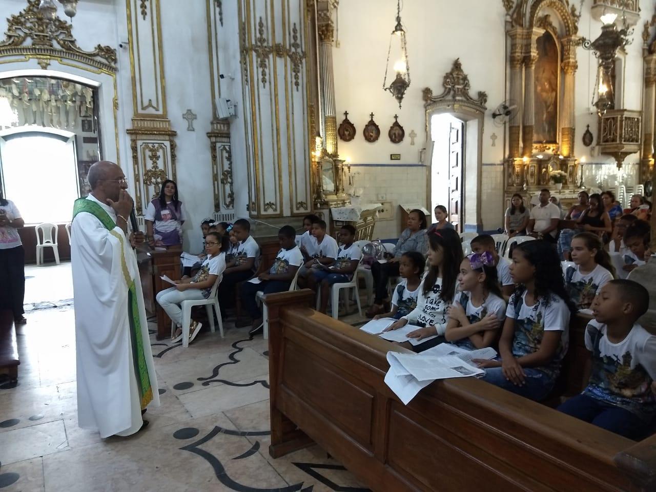 Crianças participam de Missa na Basílica do Bonfim